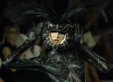 """Grand Finale"" για τον Ζαν Πολ Γκοτιέ - Το ""κακό παιδί"" της μόδας ανακοίνωσε το τελευταίο ντεφιλέ - Οι πιο εντυπωσιακές στιγμές στην πασαρέλα σε 45 φώτο - Κυρίως Φωτογραφία - Gallery - Video 33"
