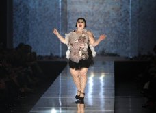 """Grand Finale"" για τον Ζαν Πολ Γκοτιέ - Το ""κακό παιδί"" της μόδας ανακοίνωσε το τελευταίο ντεφιλέ - Οι πιο εντυπωσιακές στιγμές στην πασαρέλα σε 45 φώτο - Κυρίως Φωτογραφία - Gallery - Video 34"