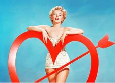 H Μarilyn Monroe ποζάρει για την Ημέρα του Αγίου Βαλεντίνου  - Vintage ωραίες φωτό με θέμα We're not Μarried - Κυρίως Φωτογραφία - Gallery - Video