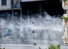 Δίκη Χρυσής Αυγής: Σοβαρά επεισόδια με μολότοφ και πετροπόλεμο – Αστυνομικοί με κουκουλοφόρους - Κυρίως Φωτογραφία - Gallery - Video 8