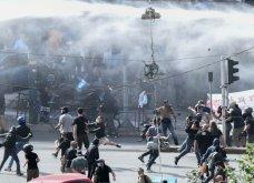 Δίκη Χρυσής Αυγής: Σοβαρά επεισόδια με μολότοφ και πετροπόλεμο – Αστυνομικοί με κουκουλοφόρους - Κυρίως Φωτογραφία - Gallery - Video 9