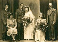 Γάμος εν καιρώ πολέμου: Έτσι ήταν οι νύφες το 1940 - Άλλες με μακριά φουστάνια και πέπλα & άλλες με απλά φορέματα (φωτό) - Κυρίως Φωτογραφία - Gallery - Video