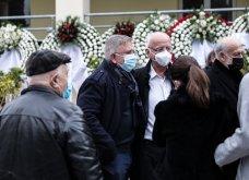 Το «τελευταίο αντίο» στον Αντώνη Καλογιάννη - Θλίψη στην κηδεία του γνωστού ερμηνευτή (φωτό & βίντεο) - Κυρίως Φωτογραφία - Gallery - Video 5