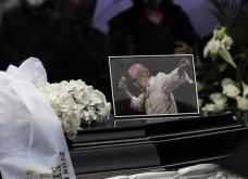 Το «τελευταίο αντίο» στον Αντώνη Καλογιάννη - Θλίψη στην κηδεία του γνωστού ερμηνευτή (φωτό & βίντεο) - Κυρίως Φωτογραφία - Gallery - Video 7