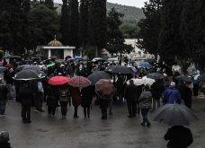 Το «τελευταίο αντίο» στον Αντώνη Καλογιάννη - Θλίψη στην κηδεία του γνωστού ερμηνευτή (φωτό & βίντεο) - Κυρίως Φωτογραφία - Gallery - Video 8
