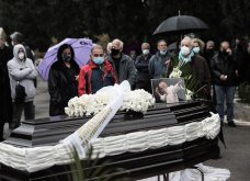 Το «τελευταίο αντίο» στον Αντώνη Καλογιάννη - Θλίψη στην κηδεία του γνωστού ερμηνευτή (φωτό & βίντεο) - Κυρίως Φωτογραφία - Gallery - Video 10