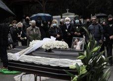 Το «τελευταίο αντίο» στον Αντώνη Καλογιάννη - Θλίψη στην κηδεία του γνωστού ερμηνευτή (φωτό & βίντεο) - Κυρίως Φωτογραφία - Gallery - Video 11