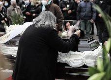 Το «τελευταίο αντίο» στον Αντώνη Καλογιάννη - Θλίψη στην κηδεία του γνωστού ερμηνευτή (φωτό & βίντεο) - Κυρίως Φωτογραφία - Gallery - Video 12