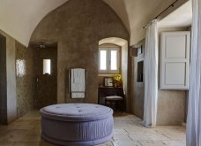 Ένα απίστευτο αγρόκτημα στην Ιταλία: Λες και είσαι σε ελληνικό νησί - Με μίνιμαλ διακόσμηση και πέτρα στο εσωτερικό (φωτό) - Κυρίως Φωτογραφία - Gallery - Video