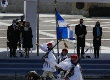 """Με κομψό μπλε σύνολο η Μαρέβα Μητσοτάκη στην παρέλαση της 25ης Μαρτίου - """"Minimal Chic"""" εμφάνιση για τη σύζυγο του πρωθυπουργού (φώτο) - Κυρίως Φωτογραφία - Gallery - Video 3"""