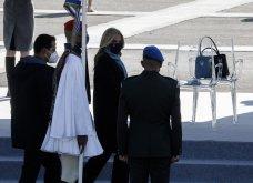 """Με κομψό μπλε σύνολο η Μαρέβα Μητσοτάκη στην παρέλαση της 25ης Μαρτίου - """"Minimal Chic"""" εμφάνιση για τη σύζυγο του πρωθυπουργού (φώτο) - Κυρίως Φωτογραφία - Gallery - Video 7"""