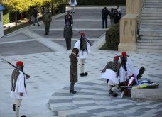 Μεγάλη συγκίνηση όταν παιάνισαν οι Εθνικοί Ύμνοι Ελλάδας, Κύπρου, Ηνωμένου Βασιείου, Ρωσίας και Γαλλίας - Στην κατάθεση στεφάνων  (βίντεο) - Κυρίως Φωτογραφία - Gallery - Video 6