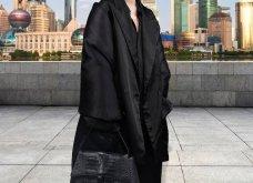 Ο Balenciaga «έφτασε» μέχρι την Ελλάδα: Η νέα κολεξιόν & το μοντέλο μπροστά στον Παρθενώνα - Ένα ταξίδι στον κόσμο (φωτό & βίντεο) - Κυρίως Φωτογραφία - Gallery - Video 50