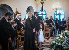 Σε κλίμα οδύνης το μνημόσυνο του Γιώργου Καραϊβάζ: Αγκαλιές και λόγια παρηγορίας στην γυναίκα και τον γιο του (φωτό & βίντεο) - Κυρίως Φωτογραφία - Gallery - Video 2