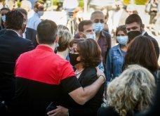 Σε κλίμα οδύνης το μνημόσυνο του Γιώργου Καραϊβάζ: Αγκαλιές και λόγια παρηγορίας στην γυναίκα και τον γιο του (φωτό & βίντεο) - Κυρίως Φωτογραφία - Gallery - Video 10