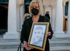 Σε κλίμα οδύνης το μνημόσυνο του Γιώργου Καραϊβάζ: Αγκαλιές και λόγια παρηγορίας στην γυναίκα και τον γιο του (φωτό & βίντεο) - Κυρίως Φωτογραφία - Gallery - Video 18