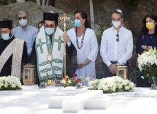 Χανιά: Όλη η οικογένεια του πρωθυπουργού στο μνημόσυνο για τα 4 χρόνια από το θάνατο του Κων. Μητσοτάκη - Συγκινημένες Ντόρα & Μαρέβα (φώτο-βίντεο) - Κυρίως Φωτογραφία - Gallery - Video 3