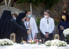 Χανιά: Όλη η οικογένεια του πρωθυπουργού στο μνημόσυνο για τα 4 χρόνια από το θάνατο του Κων. Μητσοτάκη - Συγκινημένες Ντόρα & Μαρέβα (φώτο-βίντεο) - Κυρίως Φωτογραφία - Gallery - Video 7
