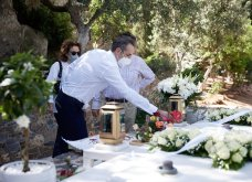 Χανιά: Όλη η οικογένεια του πρωθυπουργού στο μνημόσυνο για τα 4 χρόνια από το θάνατο του Κων. Μητσοτάκη - Συγκινημένες Ντόρα & Μαρέβα (φώτο-βίντεο) - Κυρίως Φωτογραφία - Gallery - Video 8
