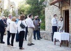 Χανιά: Όλη η οικογένεια του πρωθυπουργού στο μνημόσυνο για τα 4 χρόνια από το θάνατο του Κων. Μητσοτάκη - Συγκινημένες Ντόρα & Μαρέβα (φώτο-βίντεο) - Κυρίως Φωτογραφία - Gallery - Video 11
