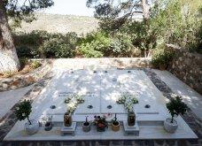 Χανιά: Όλη η οικογένεια του πρωθυπουργού στο μνημόσυνο για τα 4 χρόνια από το θάνατο του Κων. Μητσοτάκη - Συγκινημένες Ντόρα & Μαρέβα (φώτο-βίντεο) - Κυρίως Φωτογραφία - Gallery - Video 14