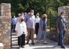 Χανιά: Όλη η οικογένεια του πρωθυπουργού στο μνημόσυνο για τα 4 χρόνια από το θάνατο του Κων. Μητσοτάκη - Συγκινημένες Ντόρα & Μαρέβα (φώτο-βίντεο) - Κυρίως Φωτογραφία - Gallery - Video 17