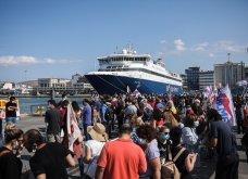 Δεμένα τα πλοία στα λιμάνια - Οι κινητοποιήσεις των ναυτεργατών στον Πειραιά (φώτο) - Κυρίως Φωτογραφία - Gallery - Video