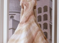 """Όνειρο υψηλής ραπτικής η  Extravagant κολεξιόν του οίκου Fendi - Η εντυπωσιακή επίδειξη με ρούχα εμπνευσμένα από την """"Αιώνια πόλη""""  (φώτο-βίντεο) - Κυρίως Φωτογραφία - Gallery - Video 20"""