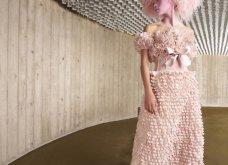 Η γοητεία του απρόβλεπτου στη νέα haute couture κολεξιόν του Giambattista Valli: Τούλινα φορέματα, τουαλέτες από σιφόν (φωτό & βίντεο)  - Κυρίως Φωτογραφία - Gallery - Video 35