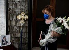 Κηδεία Τόλη Βοσκόπουλου: Τελευταίο αντίο στον «Άρχοντα» του ελληνικού τραγουδιού - Άντζελα Γκερέκου & Μαρία Βοσκοπούλου τον αποχαιρετούν (φωτό) - Κυρίως Φωτογραφία - Gallery - Video