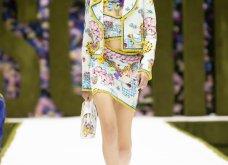 Η νέα κολεξιόν της Moschino - ωδή στα 90ς: Παιχνιδιάρικη διάθεση, παστέλ & outfits με επιρροή από την θρυλική «Νταντά» (φωτό & βίντεο) - Κυρίως Φωτογραφία - Gallery - Video 2