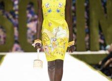 Η νέα κολεξιόν της Moschino - ωδή στα 90ς: Παιχνιδιάρικη διάθεση, παστέλ & outfits με επιρροή από την θρυλική «Νταντά» (φωτό & βίντεο) - Κυρίως Φωτογραφία - Gallery - Video 4