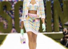 Η νέα κολεξιόν της Moschino - ωδή στα 90ς: Παιχνιδιάρικη διάθεση, παστέλ & outfits με επιρροή από την θρυλική «Νταντά» (φωτό & βίντεο) - Κυρίως Φωτογραφία - Gallery - Video 5