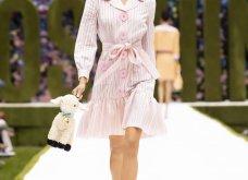 Η νέα κολεξιόν της Moschino - ωδή στα 90ς: Παιχνιδιάρικη διάθεση, παστέλ & outfits με επιρροή από την θρυλική «Νταντά» (φωτό & βίντεο) - Κυρίως Φωτογραφία - Gallery - Video 8