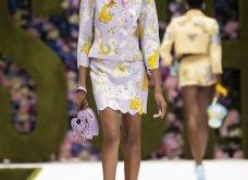Η νέα κολεξιόν της Moschino - ωδή στα 90ς: Παιχνιδιάρικη διάθεση, παστέλ & outfits με επιρροή από την θρυλική «Νταντά» (φωτό & βίντεο) - Κυρίως Φωτογραφία - Gallery - Video 12