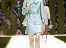 Η νέα κολεξιόν της Moschino - ωδή στα 90ς: Παιχνιδιάρικη διάθεση, παστέλ & outfits με επιρροή από την θρυλική «Νταντά» (φωτό & βίντεο) - Κυρίως Φωτογραφία - Gallery - Video 13