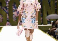 Η νέα κολεξιόν της Moschino - ωδή στα 90ς: Παιχνιδιάρικη διάθεση, παστέλ & outfits με επιρροή από την θρυλική «Νταντά» (φωτό & βίντεο) - Κυρίως Φωτογραφία - Gallery - Video 14