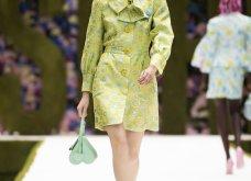 Η νέα κολεξιόν της Moschino - ωδή στα 90ς: Παιχνιδιάρικη διάθεση, παστέλ & outfits με επιρροή από την θρυλική «Νταντά» (φωτό & βίντεο) - Κυρίως Φωτογραφία - Gallery - Video 16