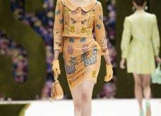 Η νέα κολεξιόν της Moschino - ωδή στα 90ς: Παιχνιδιάρικη διάθεση, παστέλ & outfits με επιρροή από την θρυλική «Νταντά» (φωτό & βίντεο) - Κυρίως Φωτογραφία - Gallery - Video 17