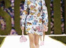 Η νέα κολεξιόν της Moschino - ωδή στα 90ς: Παιχνιδιάρικη διάθεση, παστέλ & outfits με επιρροή από την θρυλική «Νταντά» (φωτό & βίντεο) - Κυρίως Φωτογραφία - Gallery - Video 21
