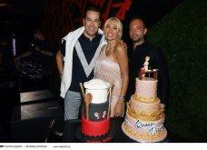 Το λαμπερό πάρτι για τα γενέθλια της Κωνσταντίνας Σπυροπούλου: Η τούρτα  «Queen Dina», το γλυκό φιλί με τον αγαπημένο της (φωτό & βίντεο) - Κυρίως Φωτογραφία - Gallery - Video