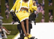 Η νέα κολεξιόν της Moschino - ωδή στα 90ς: Παιχνιδιάρικη διάθεση, παστέλ & outfits με επιρροή από την θρυλική «Νταντά» (φωτό & βίντεο) - Κυρίως Φωτογραφία - Gallery - Video 26