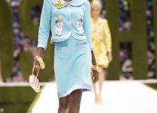 Η νέα κολεξιόν της Moschino - ωδή στα 90ς: Παιχνιδιάρικη διάθεση, παστέλ & outfits με επιρροή από την θρυλική «Νταντά» (φωτό & βίντεο) - Κυρίως Φωτογραφία - Gallery - Video 29