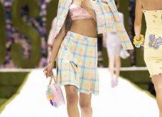 Η νέα κολεξιόν της Moschino - ωδή στα 90ς: Παιχνιδιάρικη διάθεση, παστέλ & outfits με επιρροή από την θρυλική «Νταντά» (φωτό & βίντεο) - Κυρίως Φωτογραφία - Gallery - Video 34