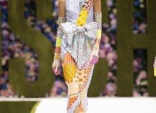 Η νέα κολεξιόν της Moschino - ωδή στα 90ς: Παιχνιδιάρικη διάθεση, παστέλ & outfits με επιρροή από την θρυλική «Νταντά» (φωτό & βίντεο) - Κυρίως Φωτογραφία - Gallery - Video 44