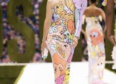 Η νέα κολεξιόν της Moschino - ωδή στα 90ς: Παιχνιδιάρικη διάθεση, παστέλ & outfits με επιρροή από την θρυλική «Νταντά» (φωτό & βίντεο) - Κυρίως Φωτογραφία - Gallery - Video 46