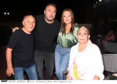 Ο Αντώνης Ρέμος σε επίσημη έξοδο με όλη την οικογένεια: Η μαμά του Ελένη & η απαστράπτουσα Υβόννη Μπόσνιακ πήγαν να δουν Ζαχαράτο (φωτό) - Κυρίως Φωτογραφία - Gallery - Video 11