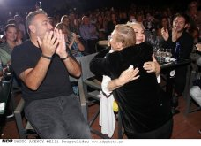 Ο Αντώνης Ρέμος σε επίσημη έξοδο με όλη την οικογένεια: Η μαμά του Ελένη & η απαστράπτουσα Υβόννη Μπόσνιακ πήγαν να δουν Ζαχαράτο (φωτό) - Κυρίως Φωτογραφία - Gallery - Video 6