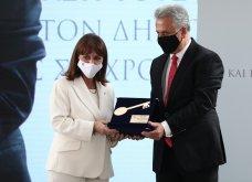 Η ΠτΔ Κατερίνα Σακελλαροπούλου επίτιμη δημότης της  Ερμιόνης - το χρυσό κλειδί της πόλης & το τρεχαντήρι δώρο (φωτό & βίντεο) - Κυρίως Φωτογραφία - Gallery - Video
