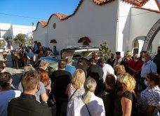 Γυναικοκτονία στη Ρόδο: Σε κλίμα βαθιάς οδύνης η κηδεία της 32χρονης  Δώρας - Καταρρακωμένοι οι γονείς της (φωτό - βίντεο))   - Κυρίως Φωτογραφία - Gallery - Video 5